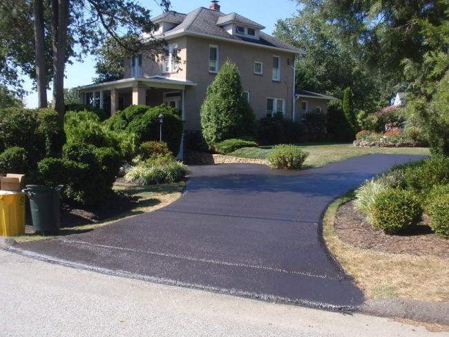 Sealing a driveway
