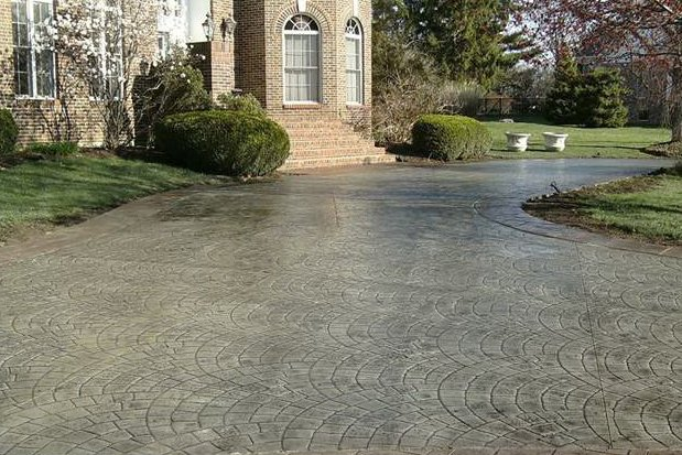 Driveway sealing costs qa and tips spruce up with decorative concrete resurfacing solutioingenieria Gallery