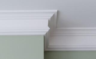 white crown molding