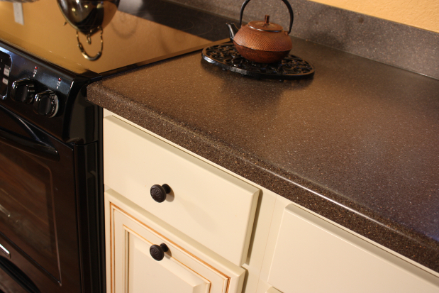 how to clean sticky laminate countertops