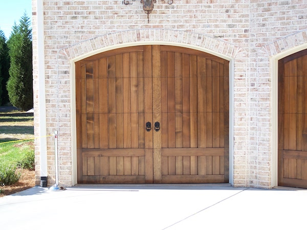 Detached vs attached garages pros cons homeadvisor garage doors solutioingenieria Choice Image