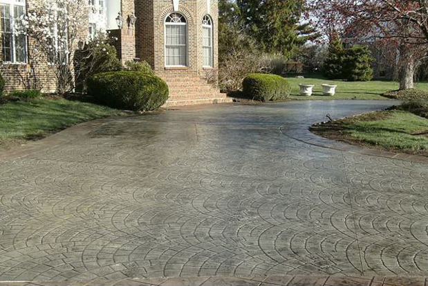 Pouring concrete driveways walkways design and planning for Pouring concrete driveway