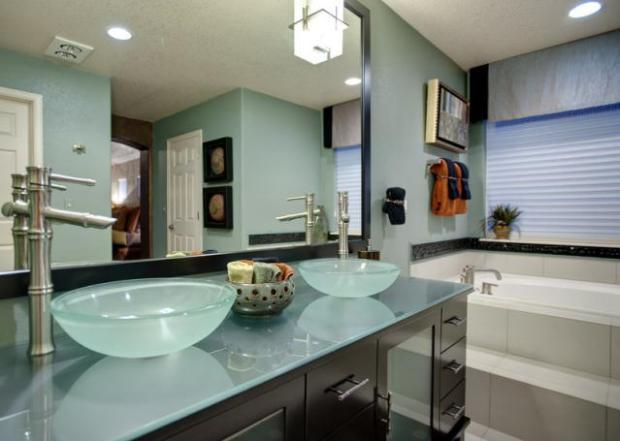 Bathroom remodel diy or hire a pro homeadvisor for Professional bathroom renovations