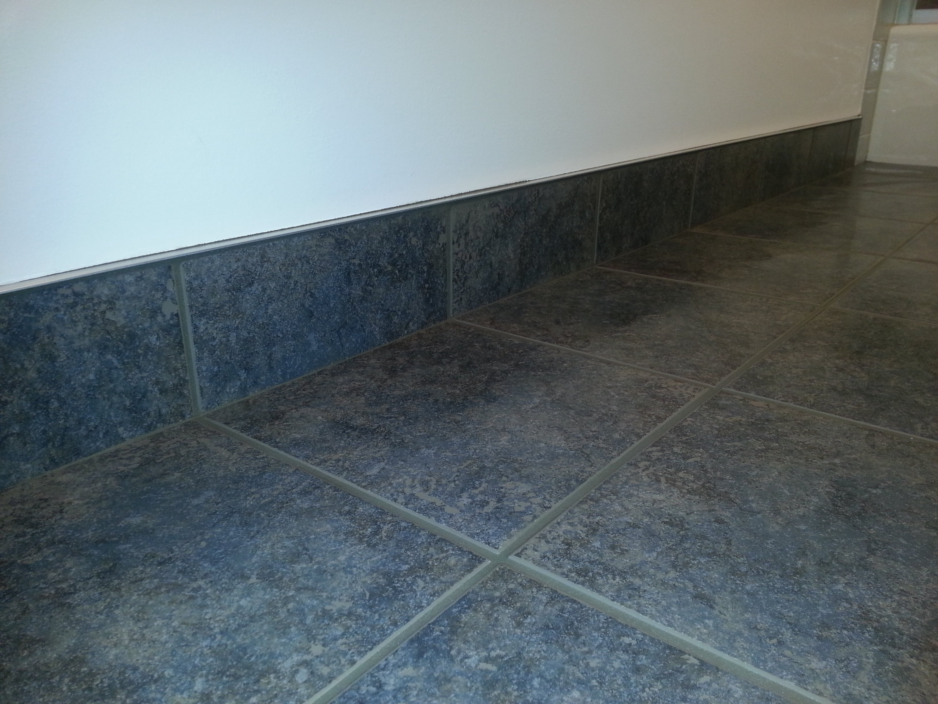 What to consider before removing ceramic tile on your own homeadvisor difficulties removing ceramic tiles dailygadgetfo Gallery