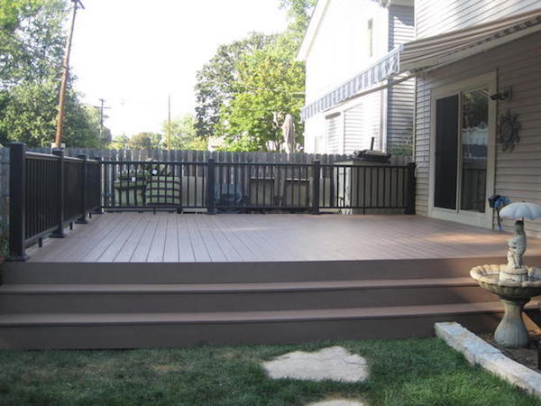 Composite decks advantages brands photos local deck for Plastic composite decking