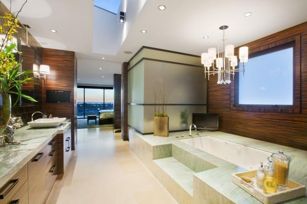 4 master bathroom remodeling options homeadvisor for Master bathroom remodel