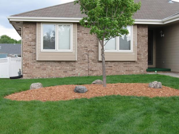 Comparing Mulch Types Bark Wood Cedar Homeadvisor