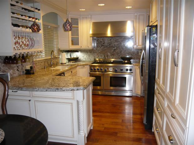 Small kitchen remodels options to consider for your for Kitchen renovation images