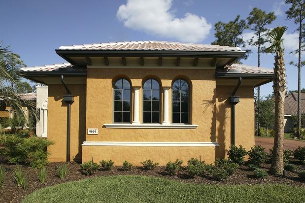 The benefits of traditional stucco siding homeadvisor for Houses with stucco and siding