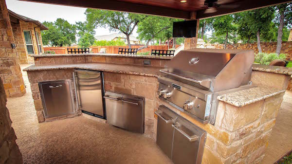 Outdoor kitchens outdoor kitchen design custom kitchens for Outdoor kitchen brick design