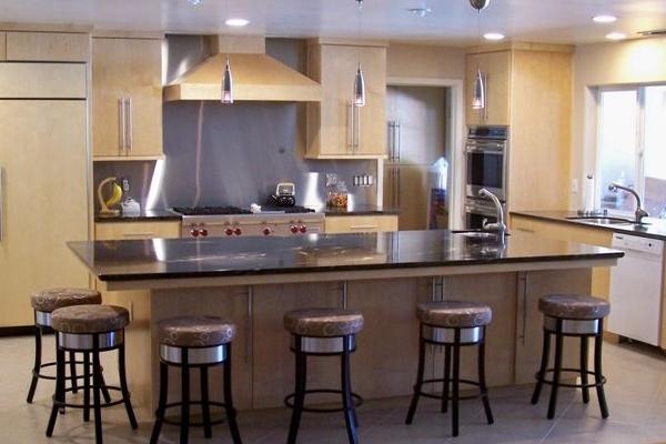 Kitchen with stainless steel backsplash