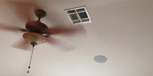 Ceiling fan with air vent