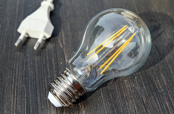 Light bulb with plug