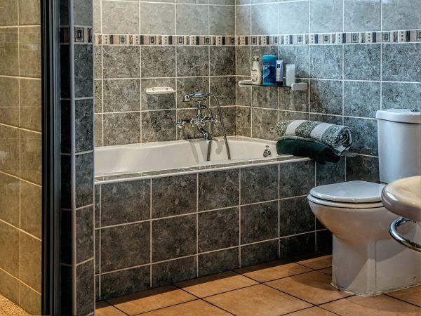 Bathtub surround - tile