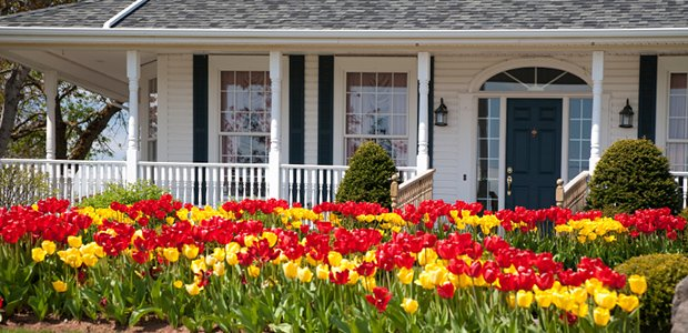 Simple_Ways_To_Boost_Your_Home_s_Curb_Appeal