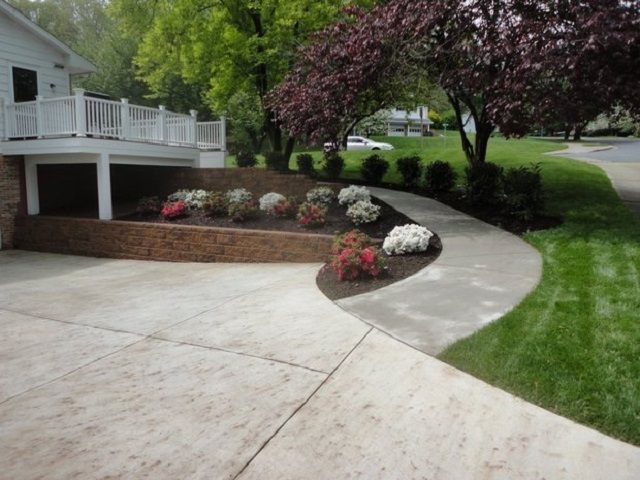 Wide driveway and ramp path