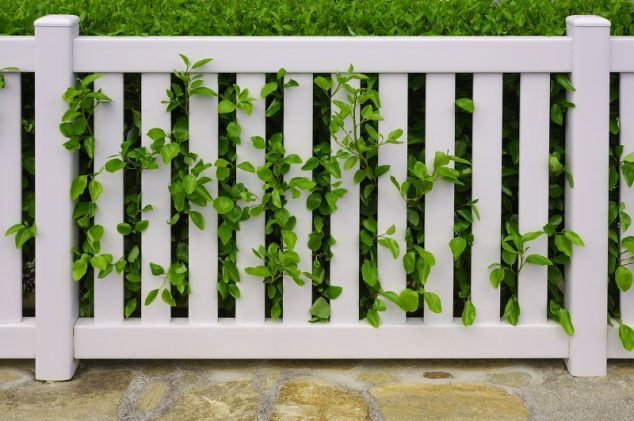 2019 Vinyl Vs Wood Fence Guide Review Costs Pros Amp Cons