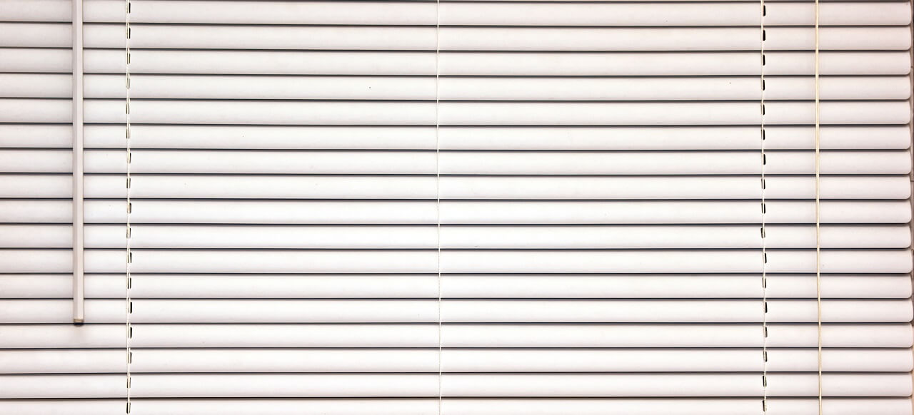 traditional mini white blinds